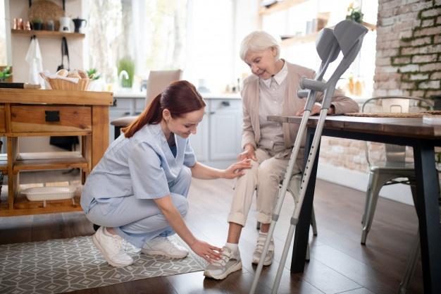 Kiến thức học được về khóa học ngắn hạn chăm sóc người già